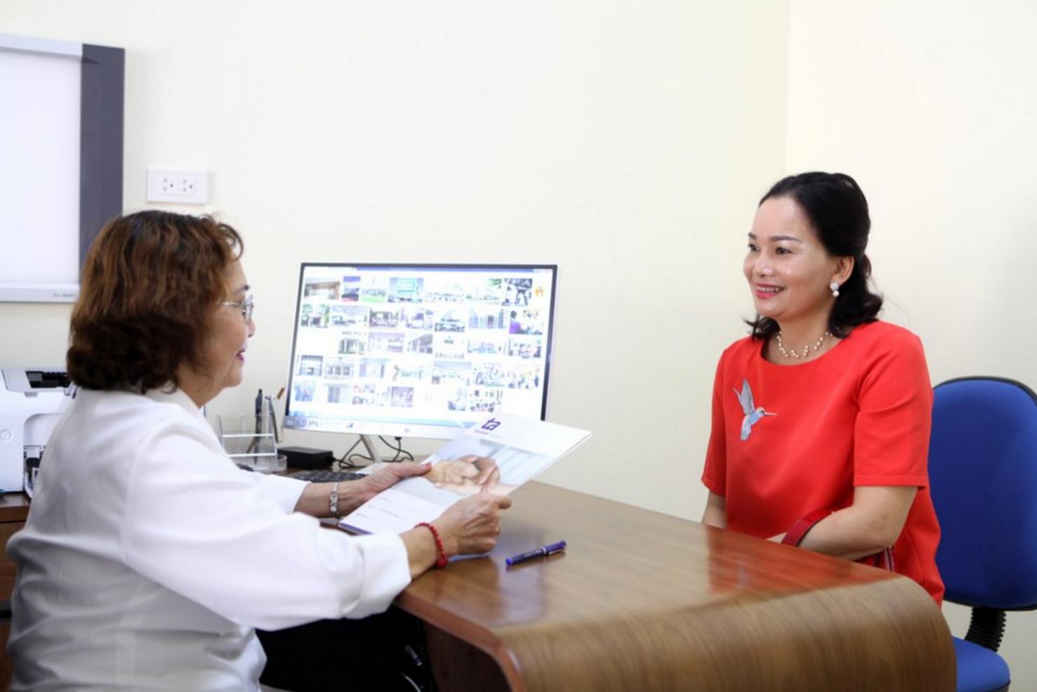 Tiến bộ y học giúp phụ nữ tuổi 45, 50 sinh con khỏe mạnh