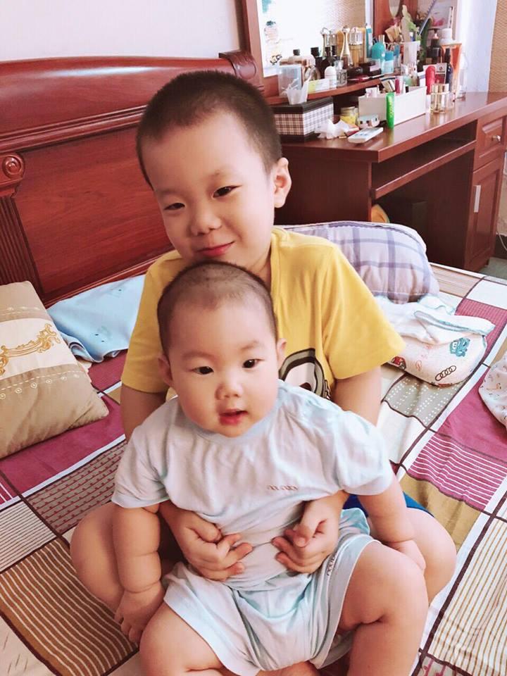 2 con trai chi Pham Thuy be