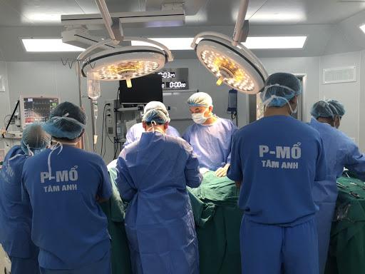 """Với trang thiết bị hiện đại cùng đội ngũ bác sĩ chuyên môn cao, giàu kinh nghiệm, bệnh viện đa khoa Tâm Anh, Hà Nội đã thực hiện thành công ca phẫu thuật """"vô tiền khoáng hậu"""" trong ngành sản khoa Việt Nam"""