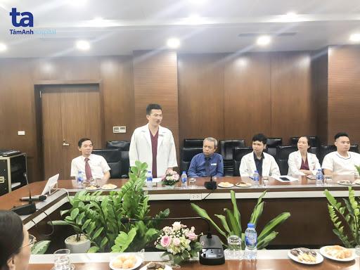 PGS.TS.BS Lê Hoàng - Giám đốc Trung tâm Hỗ trợ sinh sản, Bệnh viện Đa khoa Tâm Anh phát biểu trong buổi khai giảng