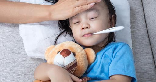 Bệnh viêm phổi ở trẻ em do phế cầu khuẩn gây ra thường diễn tiến nhanh và để lại biến chứng nặng nề