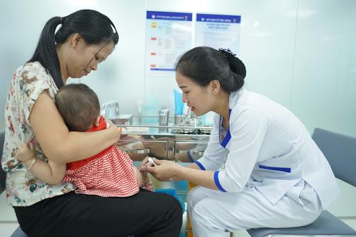 Tiêm chủng vắc xin là giải pháp phòng bệnh viêm phổi ở trẻ em hiệu quả nhất/Ảnh:Trung tâm Tiêm chủng VNVC