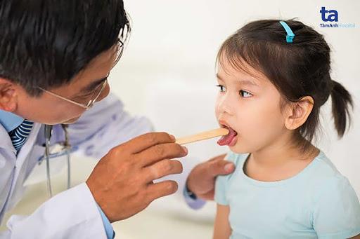 Trẻ cần được thăm khám sớm khi có bất kỳ dấu hiệu nào của bệnh.