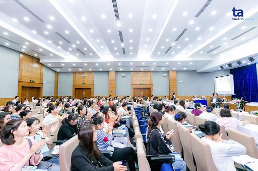 Hội thảo thu hút sự quan tâm của nhiều cán bộ nhân viên y tế