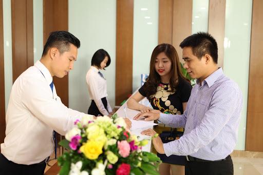 Đội ngũ chăm sóc khách hàng tận tình của BVĐK Tâm Anh luôn giải đáp những thắc mắc, giúp khách hàng có hình dung chi tiết nhất về việc điều trị