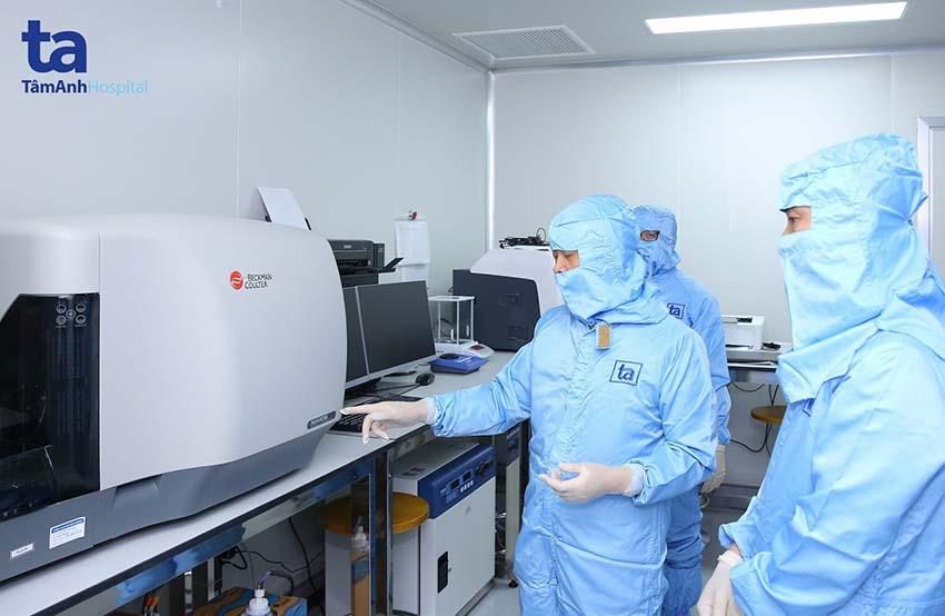 Hệ thống thiết bị máy móc hiện đại tại TT Tế Bào Gốc BVĐK Tâm Anh giúp thực hiện việc sản xuất huyết tương giàu tiểu cầu tự thân cho chất lượng tốt nhất, giúp mang lại hiệu quả và sự an toàn cao khi sử dụng