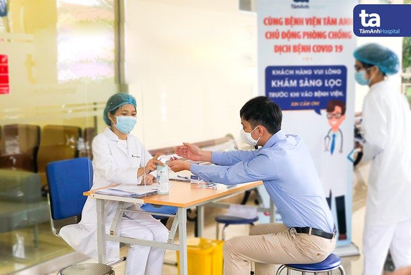 BVĐK Tâm Anh trang bị dung dịch sát khuẩn nhanh ở nhiều vị trí thuận tiện cho khách hàng