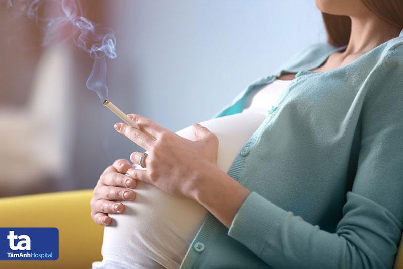 Thai phụ hút thuốc lá có nguy cơ gặp biến chứng nhau tiền đạo