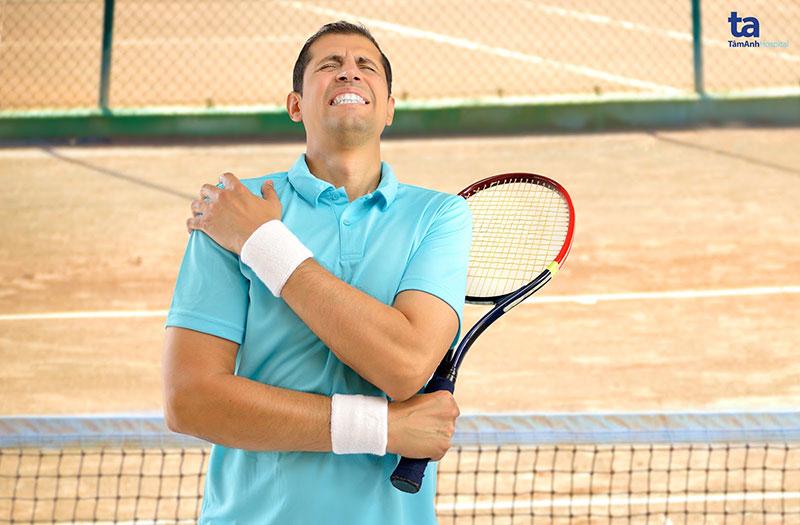 Các vận động viên tennis dễ gặp phải chấn thương ở vùng vai